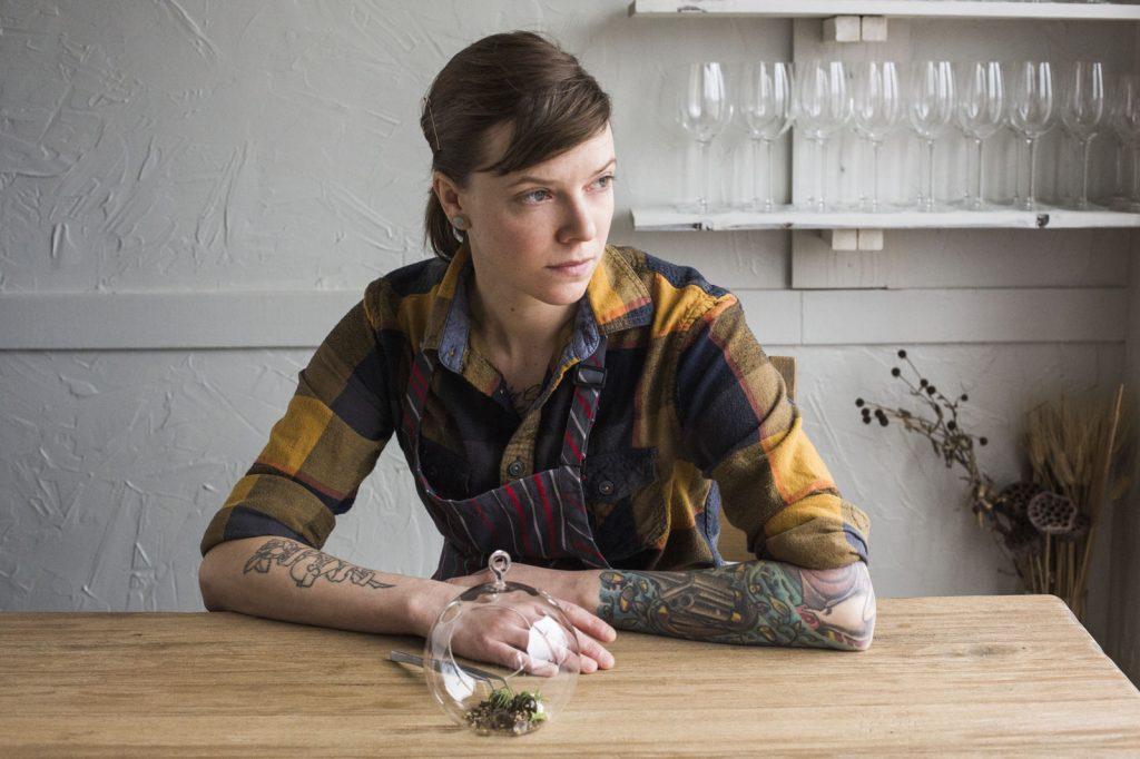 Iliana Regan híres top 10 séfje tetoválással